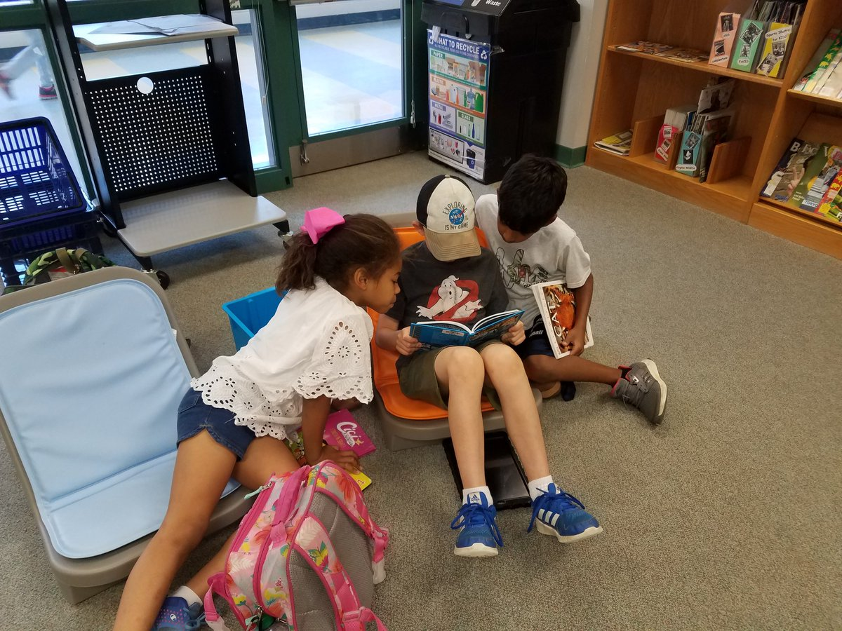 Students love of reading <a target='_blank' href='http://twitter.com/APSDrew'>@APSDrew</a> <a target='_blank' href='http://twitter.com/MrsBlackatDrew'>@MrsBlackatDrew</a> <a target='_blank' href='http://twitter.com/APSVirginia'>@APSVirginia</a> <a target='_blank' href='http://search.twitter.com/search?q=APSisAwesome'><a target='_blank' href='https://twitter.com/hashtag/APSisAwesome?src=hash'>#APSisAwesome</a></a> <a target='_blank' href='https://t.co/mRqbRFmAAZ'>https://t.co/mRqbRFmAAZ</a>