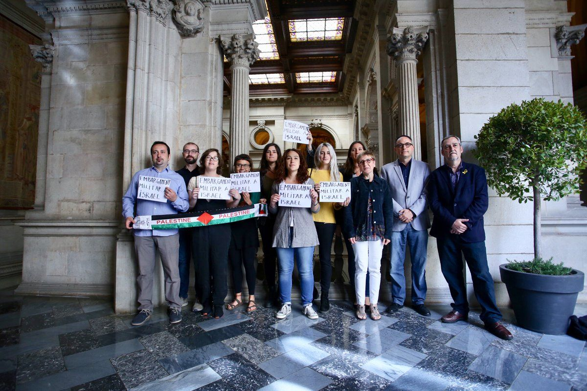 Good news! Barcelona City Council just voted overwhelmingly to endorse a #MilitaryEmbargo of Israel. Warmly welcoming the news, Palestinians thank Barcelona for its principled solidarity. #StopArmingIsrael
