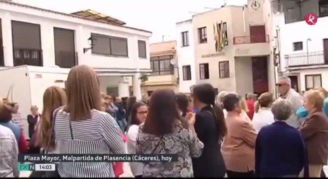 Los casi 5.000 habitantes de #MalpartidaDePlasencia están hoy unidos por el dolor y por el recuerdo de su vecino, fallecido en el fatal derrumbe de un edificio en Madrid. Hemos hablado con sus vecinos. #EXN https://t.co/bEk5lwDQzv