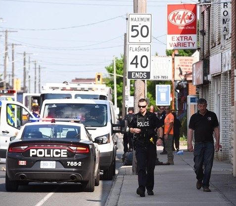 Suspect flees after stabbing man in shoulder at Cannon and Rosslyn #HamOnt  https://t.co/uOTKYTcJkz