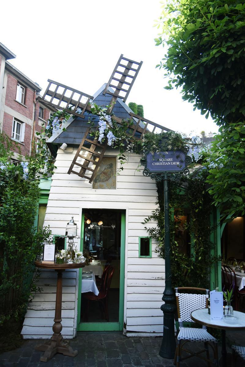 #Dior ouvre un restaurant, le temps d'une soirée à #Montmartre >> https://t.co/LwNhITtEM9