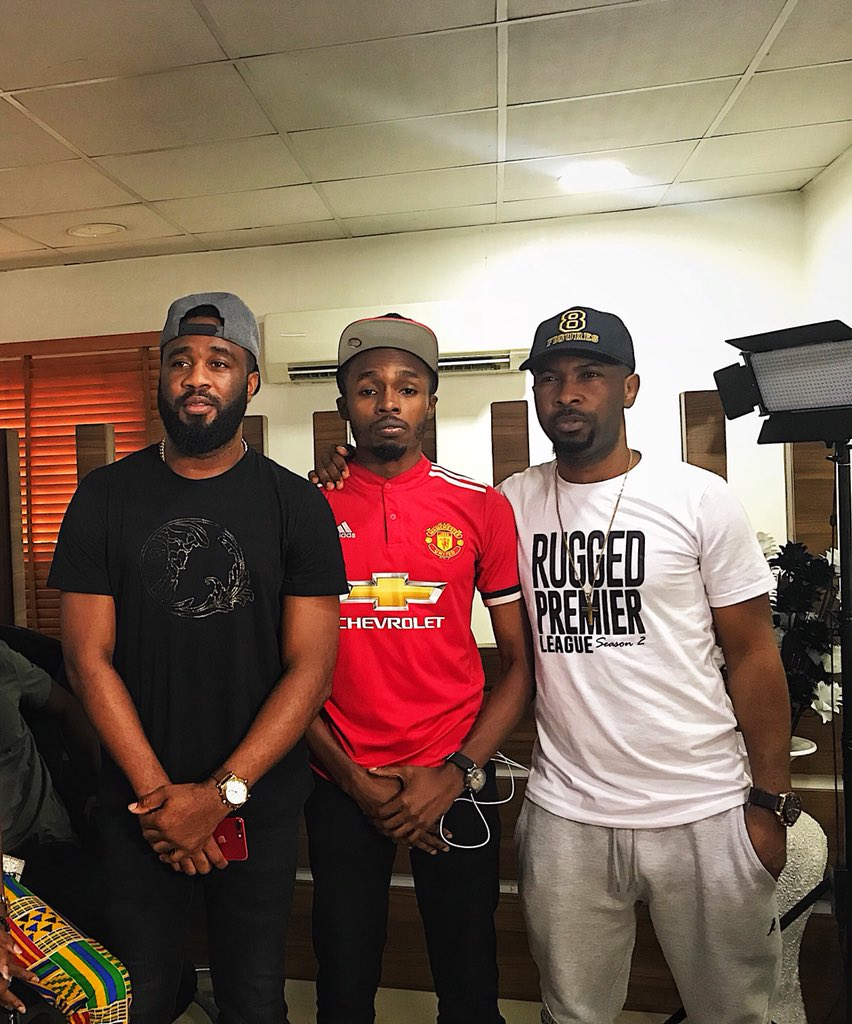 Dem talk say na just twitter but now i don meet @RuggedyBaba and @Praiz8 🙏🏿 Ehen For those of una wey no sabi, @ZoRoSwaGBaG bin flog @Praiz8 8-0 for Fifa 18 😂😂 issa knacking 🤭 #MUIP #CelebrityRPLChallenge2