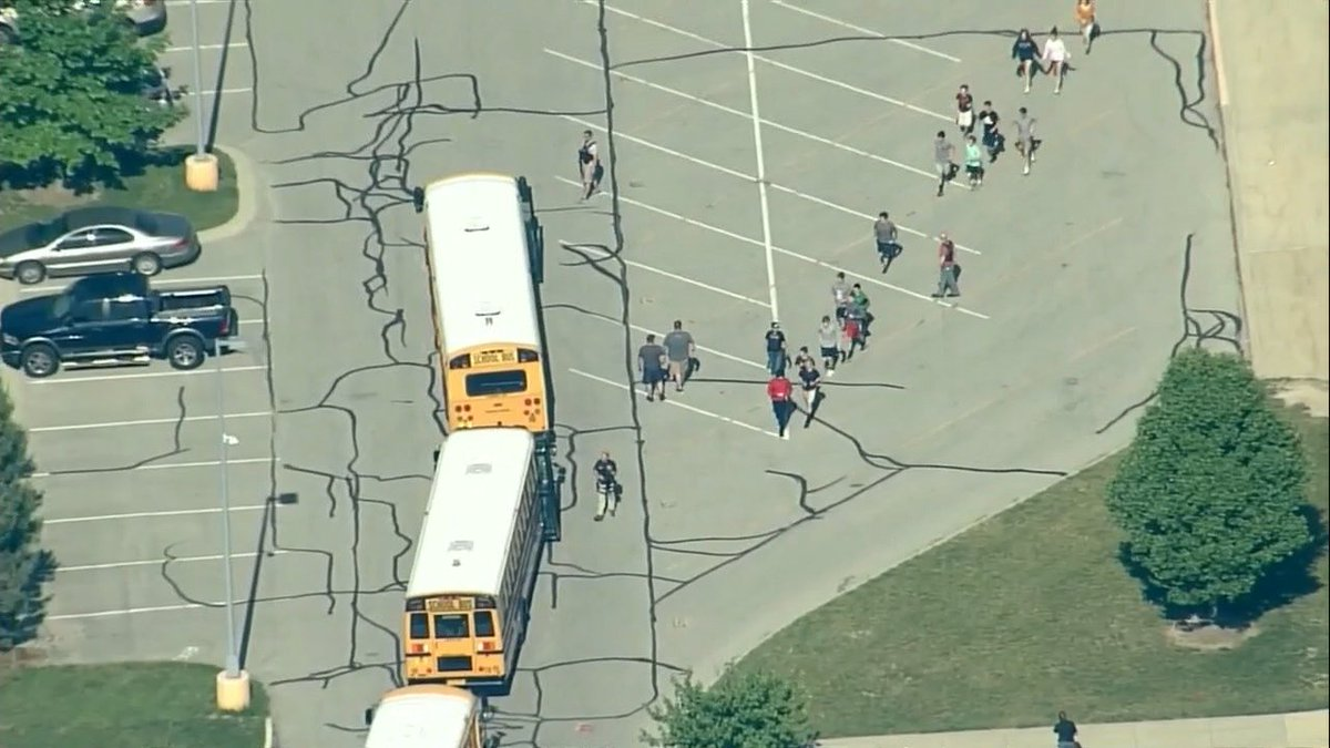 #BREAKING: Police are at the scene of an active shooter situation at Noblesville West Middle School in Indiana. Police say a suspect is in custody. https://t.co/BPHHZFmOLV