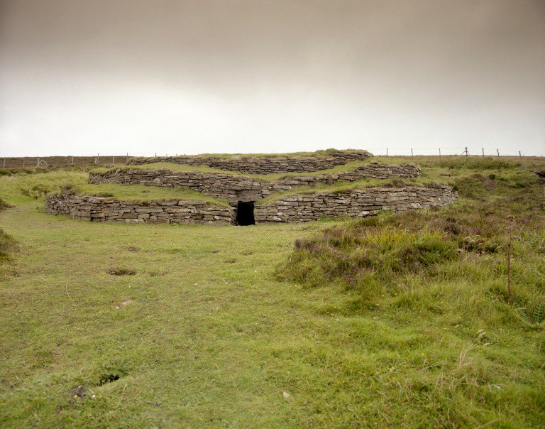 As it stands today, Wideford Hill Chambered Cairn on #Orkney looks a bit like a wedding cake with all those steps!   But #DYK that current shape is down to 20thC consolidation works? The original cairn configuration is likely to have been more domed.  http:// ow.ly/KhFs30jIide  &nbsp;  <br>http://pic.twitter.com/fmR8fEOxWh