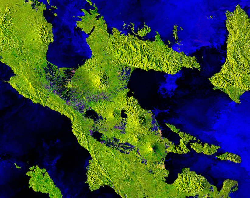 The Copernicus Sentinel-1B satellite takes us over one of the most active volcanos in the world: Mount Mayon – the most southerly volcano in the image – on the Philipines&#39; largest island, Luzon. The other 4 volcanoes shown are actually either dormant or extinct. Image via ESA. <br>http://pic.twitter.com/ULzntypmke