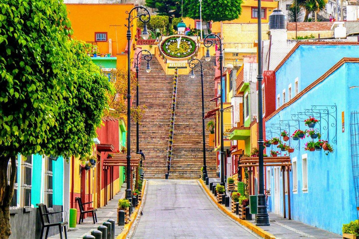 Las escaleras de Atlixco antes del mural.