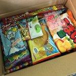 Image for the Tweet beginning: 日本からいくつかのランダムなお菓子を受け取った # Received some random sweets