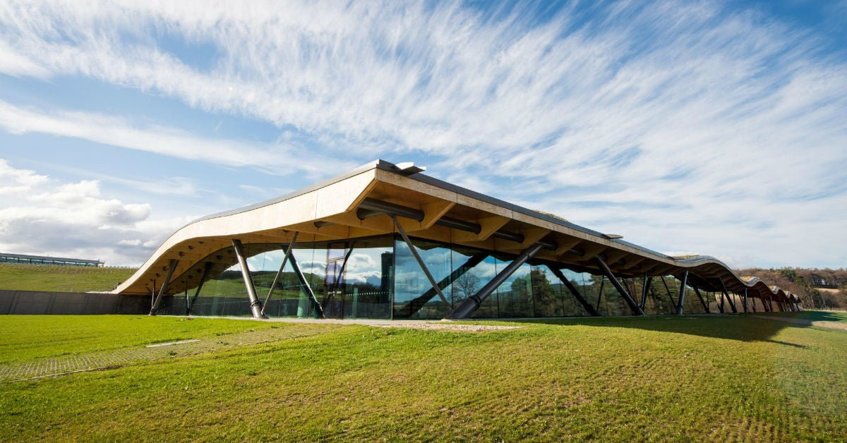 The Macallan's Million-Dollar New Distillery is Architecturally Delicious (Like Scotch) bit.ly/2kpmPO9
