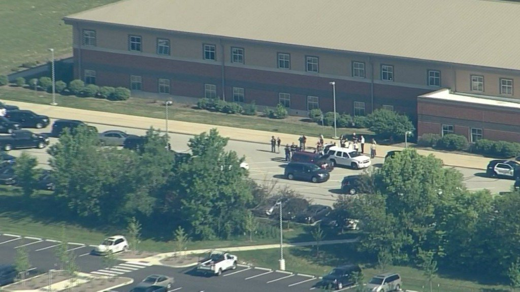 Suspect in custody after shots reported at Indiana middle school https://t.co/4THiuC7tBr