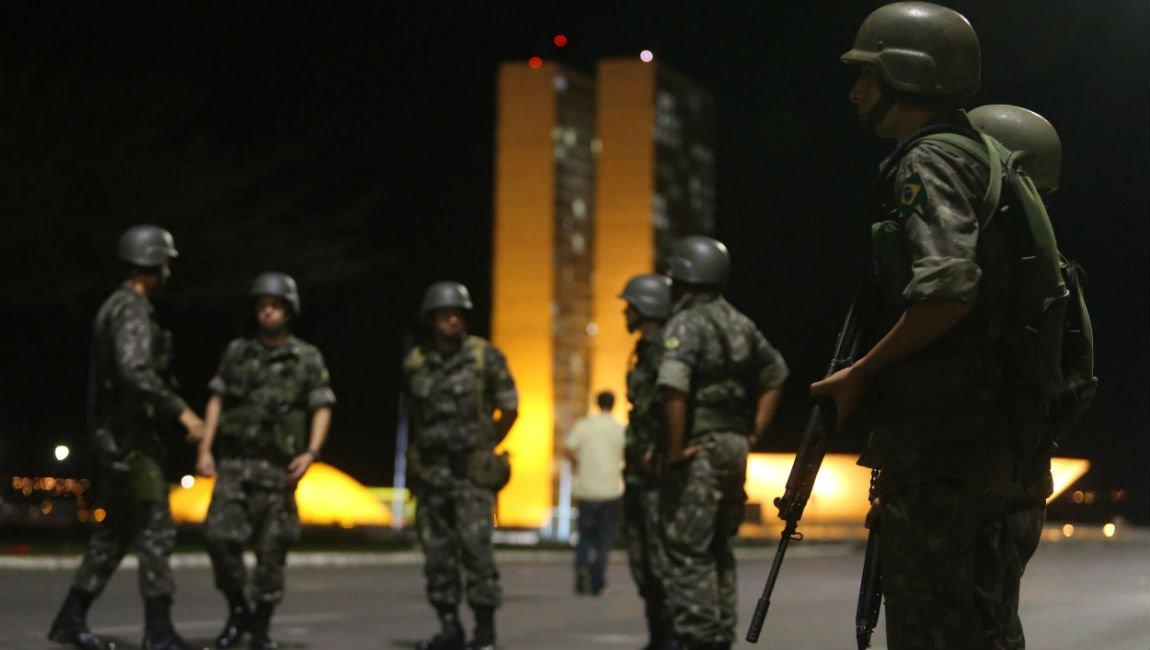 URGENTE: Governo vai usar Forças Armadas para desobstruir estradas https://t.co/8XpSKrjwPR  https://t.co/lguet43LFd
