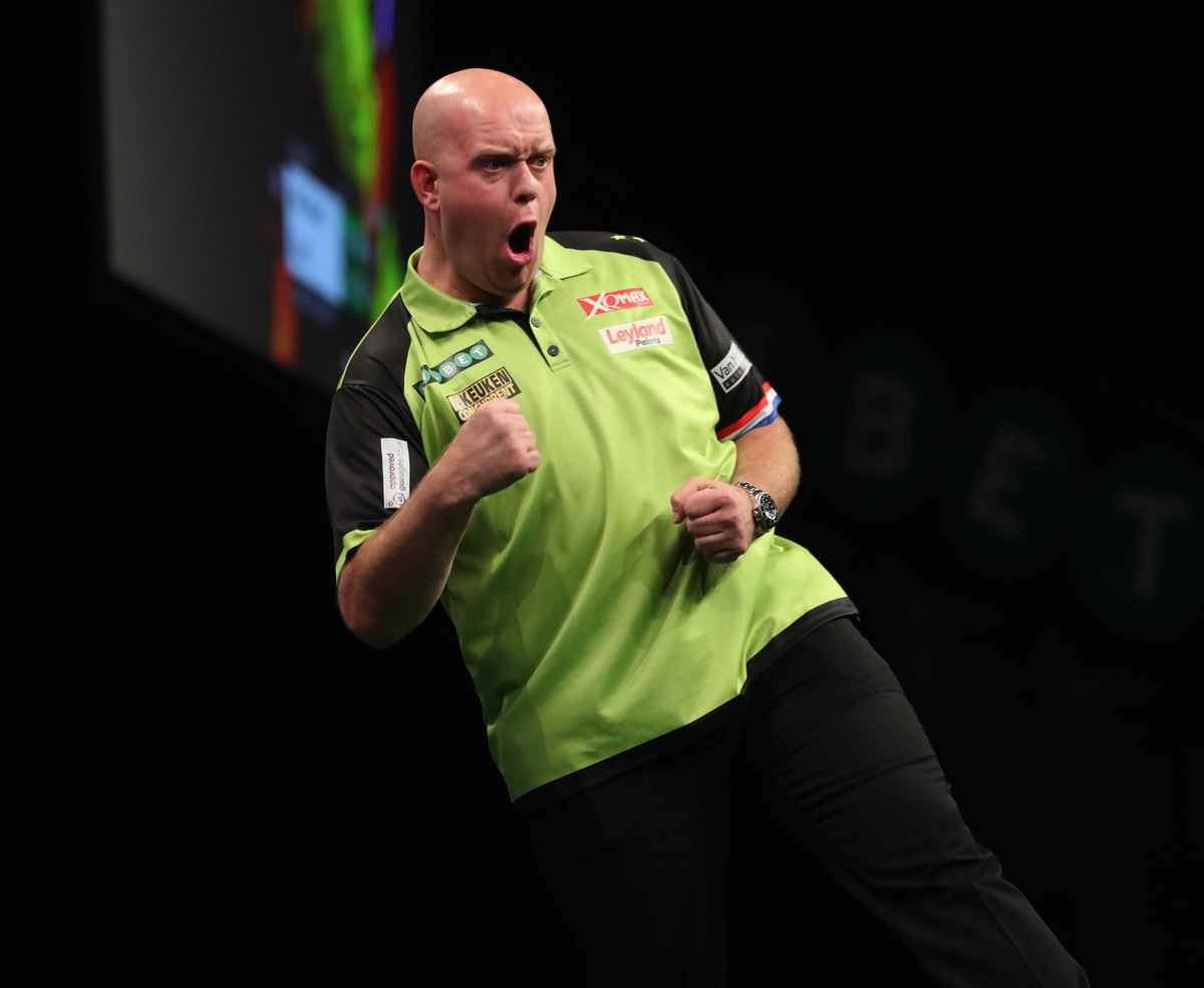 WINNER! Michael van Gerwen averages 106.46 as he beats a resilient Max Hopp 6-4 to book his place in the next round. He will face Dimitri Van Den Bergh in what should be a brilliant game! #WorldSeries🌍