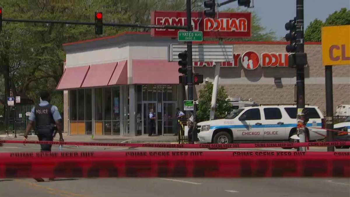 Nbc Chicago On Twitter Swat Team Called After Man Carries Bag Of Store Knives Into South Side Barricades Himself Inside Https Tco Ckbte3daxy
