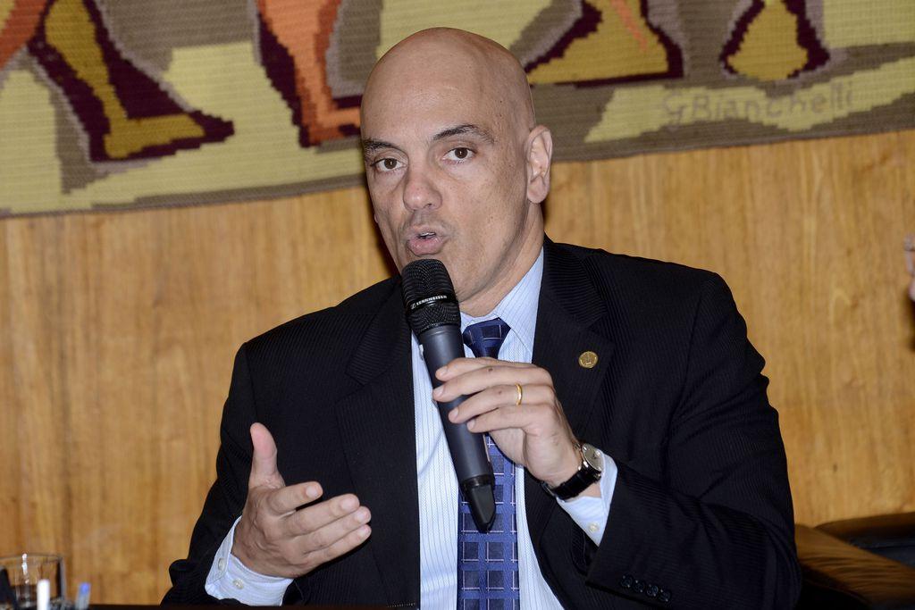 Moraes acata pedido da AGU e determina desbloqueio das rodovias. https://t.co/wnD2gHtpAd 📷 Arquivo/Wilson Dias/Agência Brasil