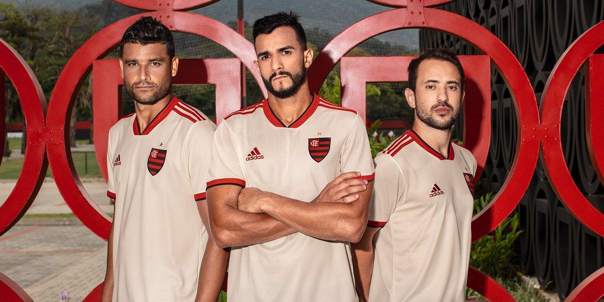 Esse é o novo uniforme 2018/19 do @Flamengo Um manto que agora quer a America. De novo.  #fazoteu agora: https://t.co/PKZWZTW4NA 🔴⚫