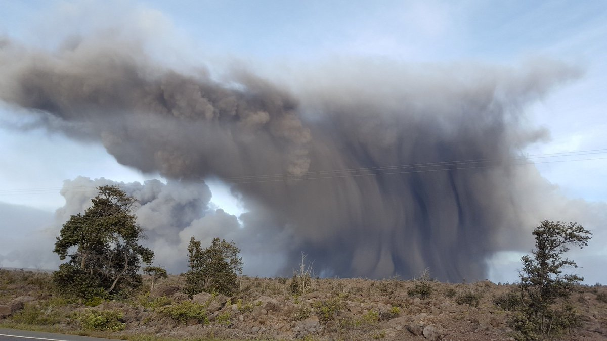 An eruption on Hawaii's Kilauea volcano sent ash flying 3,000+ meters into the air. Wind has carried ash from the volcano — which is experiencing up to 12 explosions per day — as far as 26 miles southwest. <br>http://pic.twitter.com/O6N9rRu2ar