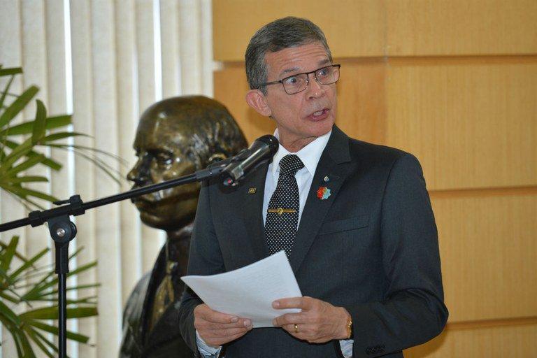 Forças Armadas vão agir de forma enérgica para liberar estradas, diz ministro https://t.co/LjaEh6Nun7