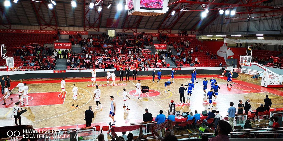 Quase tudo pronto para o início do jogo do #BasketBenfica! #UmaCamisolaVáriasEmoções #HuaweiP20Pro