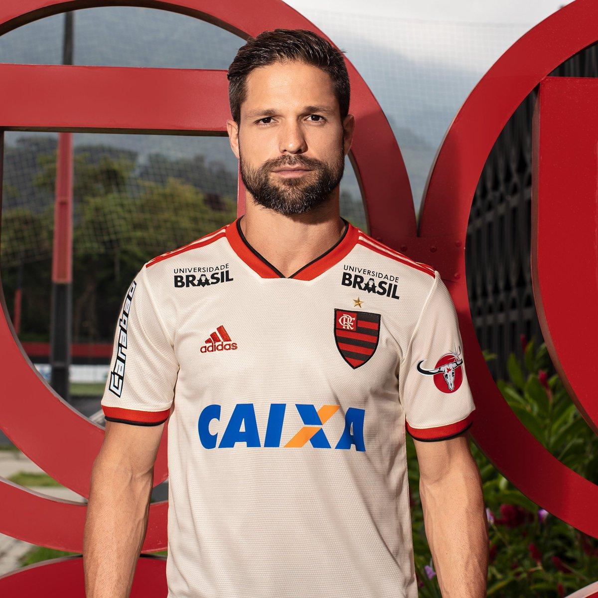 O Flamengo é meu mundo, o jogo é jogado e nosso time é a gente em campo! Novo Manto 2. Já à venda nas lojas oficiais #FazOTeu https://t.co/D2YrRRNs9l