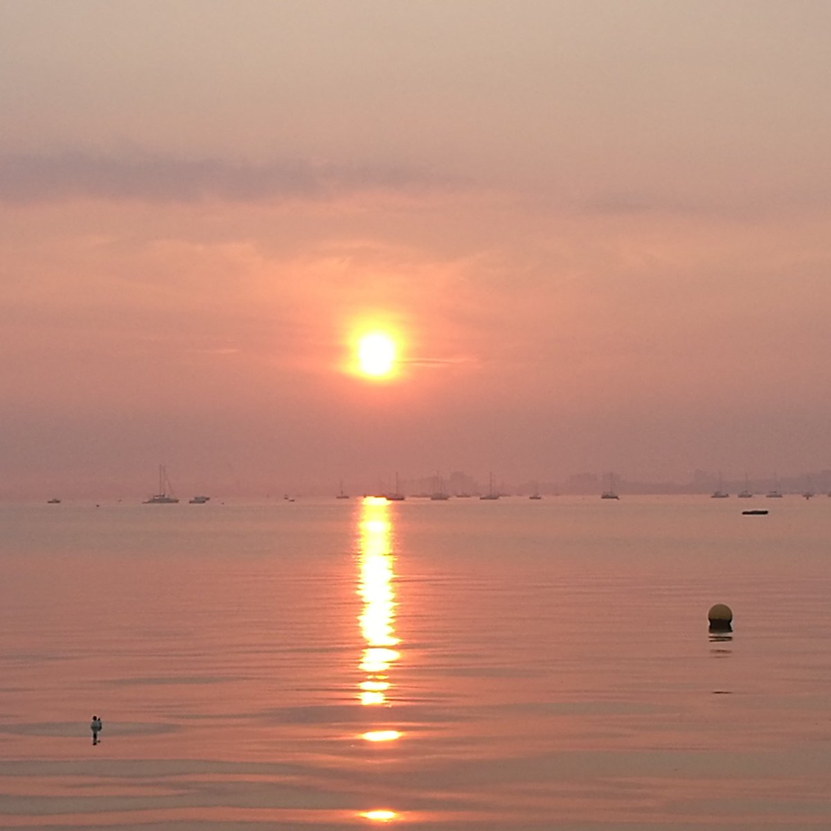 There was a cracking sunset in #pooleharbour tonight! #poole #sandbanks #Dorsetmums #dorset<br>http://pic.twitter.com/9M43Vkwdzt