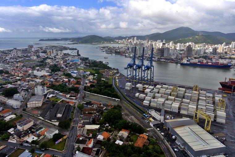 Santa Catarina sedia Bolsa Nacional de Turismo do , um dos principais eventos de turismo de negócios do país: .   Estarhttps://t.co/RUKXJkhzYsemos lá promovendo destinos e demais atrativos turísticos de seis estados! 💚💛💙