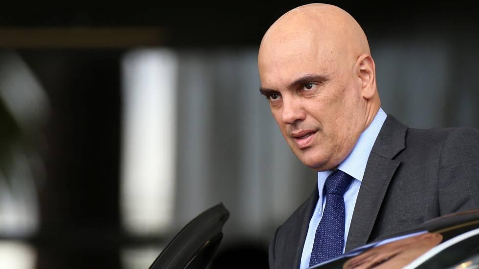 O ministro Alexandre de Moraes, do STF, concedeu uma liminar nesta sexta-feira (25/5) determinando a liberação no país de rodovias que estão bloqueadas pela paralisação dos caminhoneiros que já se estende pelo quinto dia. O ministro atende todos os pedidos feitos pelo governo