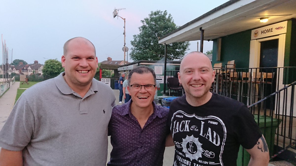 Got to meet @TomHolland1996 dad at this comedy night down Phoenix Football Club, Barnehurst, Kent, he is such a funny bloke   <br>http://pic.twitter.com/iOoCb6BRo9