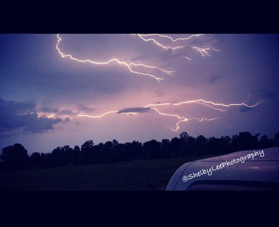 Wicked storm rolling through this afternoon!  #Mississippi #lightupthesky @SevereWeatherMS @WTVAmatt<br>http://pic.twitter.com/gDTzFQUiap