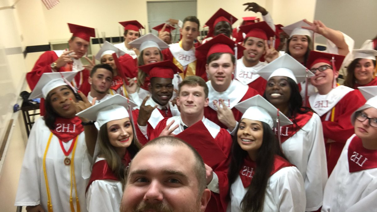 Congrats to the Loganville High Class of 2018!! You did it! Such an awesome group! #whywalton #proudRedDevils <br>http://pic.twitter.com/Mox8Ks44Bq