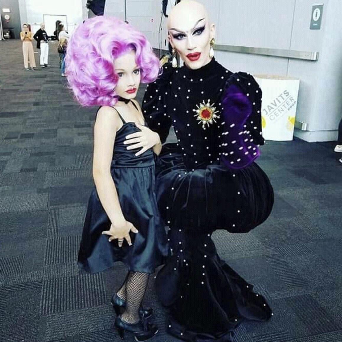 Realmente o errado sou eu. Viva a Lactatia, deveriam dar aula de drag nas escolas, todo menino deveria experimentar pra ver se gosta, é isso?