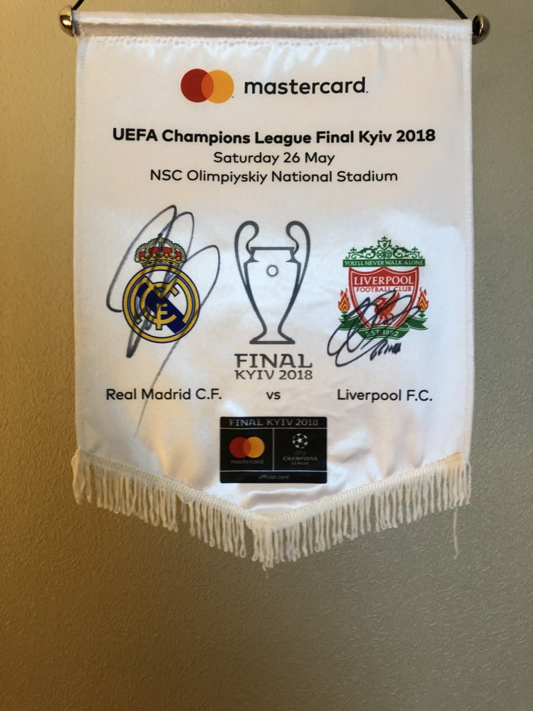 """A little giveaway today! Retweet this and Go on my YouTube channel """"John Arne Riise"""" , subscribe and I will pick one winner who gets this official Champions League final pennant ⚽️👏🏻 It's signed yesterday by Roberto Carlos and myself 🔝 Good luck people!"""