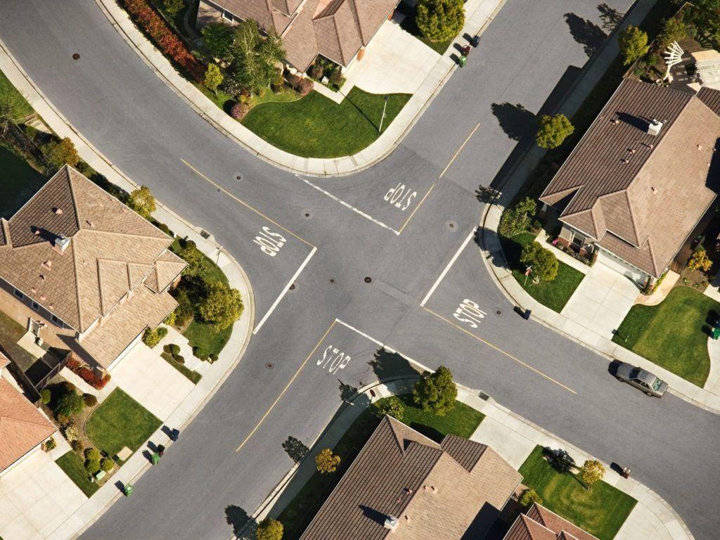 自律走行車の死亡事故は道路設計で防げた? https://t.co/fzcbufhpmH