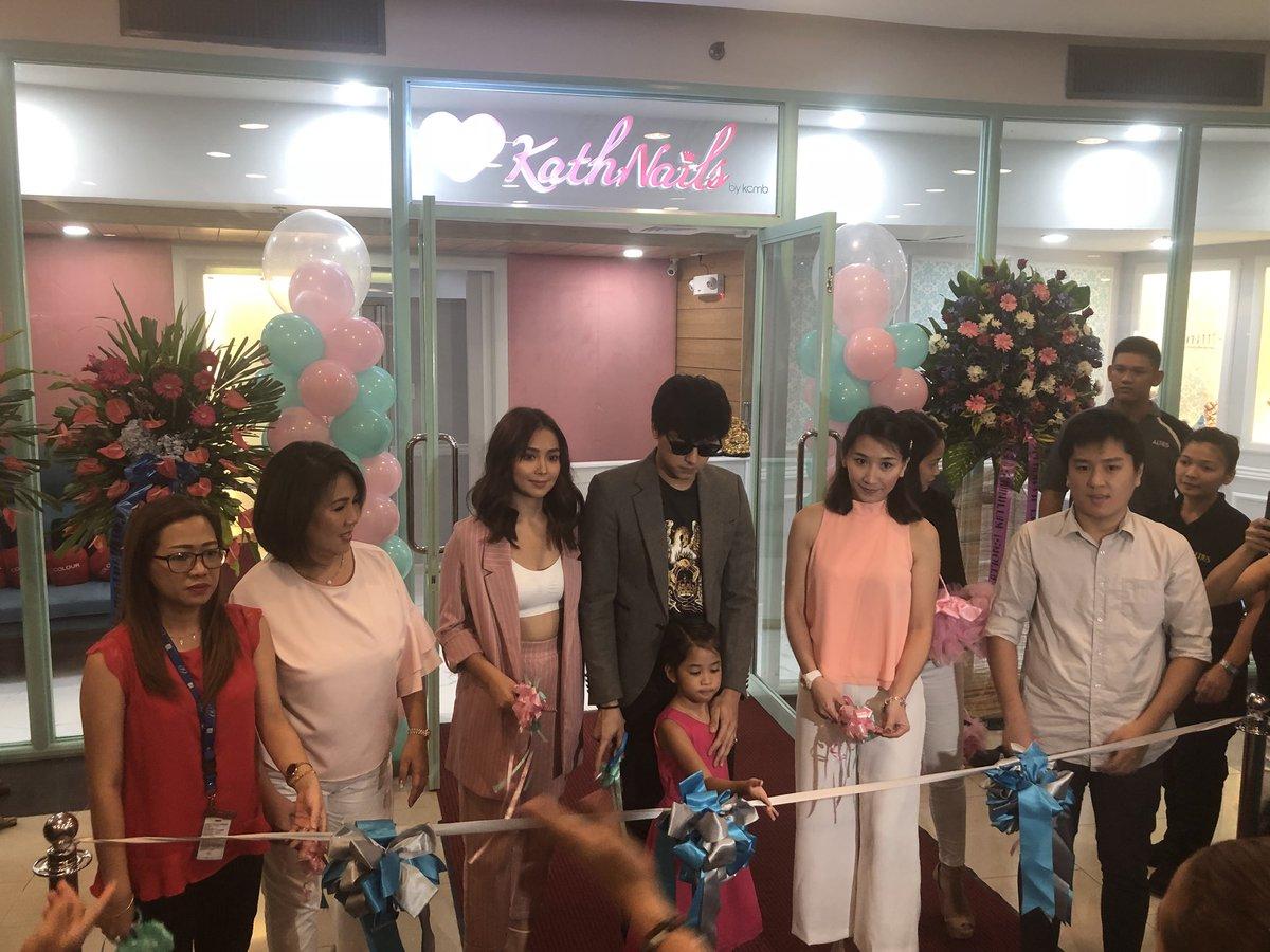LOOK: Kathryn Bernardo opens her 4th branch of KathNails salon. In attendance, her mother Mhin Bernardo and Daniel Padilla.