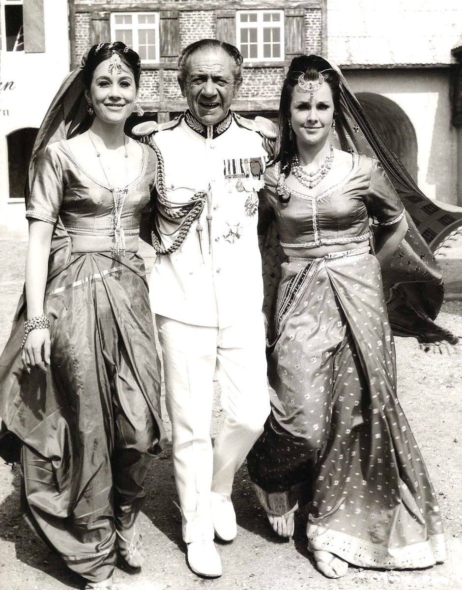 Happy Saturday! #CarryOnBlogging #CarryOn60<br>http://pic.twitter.com/T3i7LtKwwX