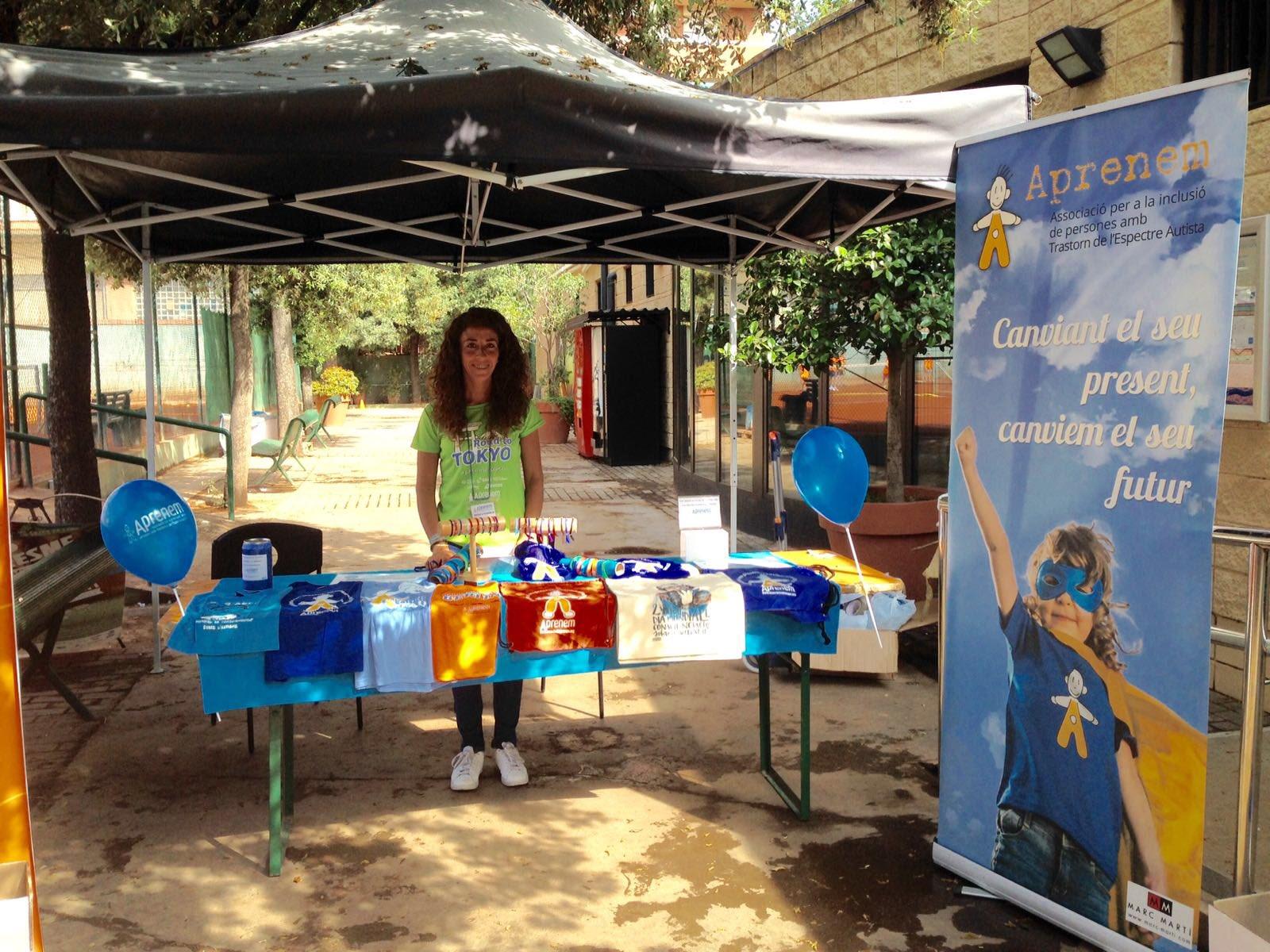 Ja en marxa al #DiadelaRaqueta al #cemolimpia, on els nens i nenes d'Aprenem fan paddle!!! https://t.co/jRJV6SbVm9