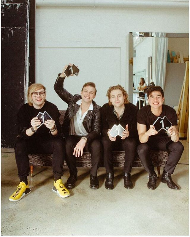 Youngblood has officially gone #1 in Australia. I don't even have any words. thank you all so fucking much.