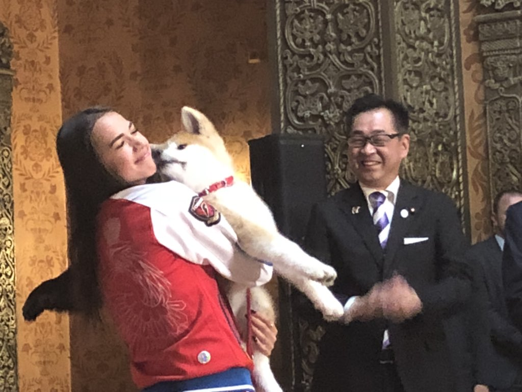 PM and Mrs. Abe attending a ceremony to give Akita Dog Masaru to 🥇figure skater #AlinaZagitova #AbeVisit