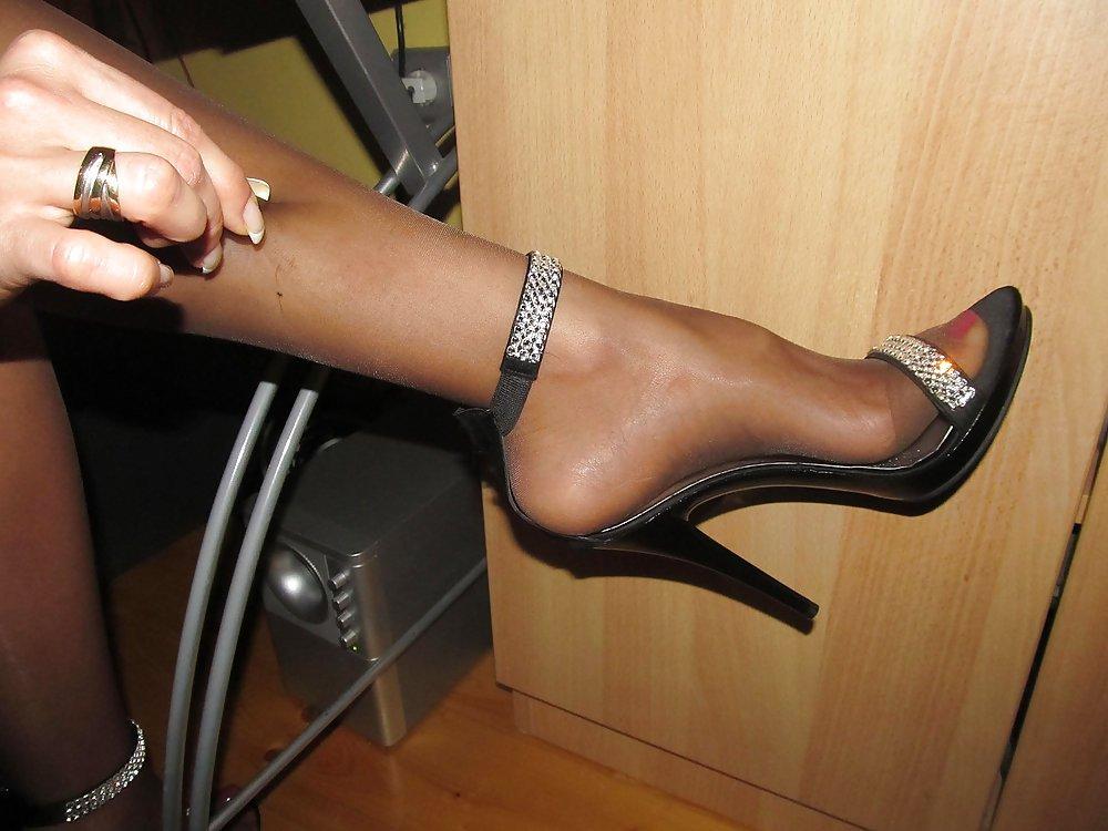 Грязные ножки в нейлоне и туфлях смотреть онлайн, безумные задницы россии порно