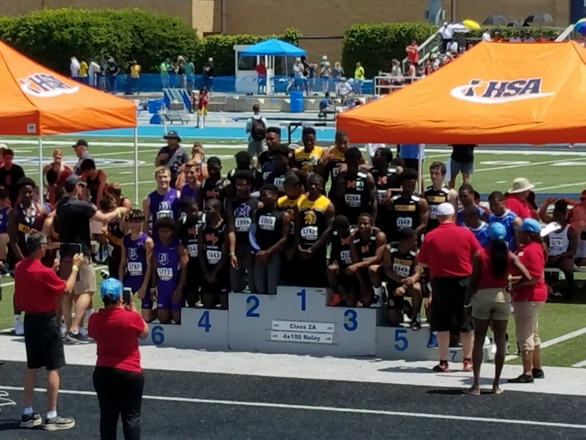 4x100 getting medals!<br>http://pic.twitter.com/pnXAfp9H6l