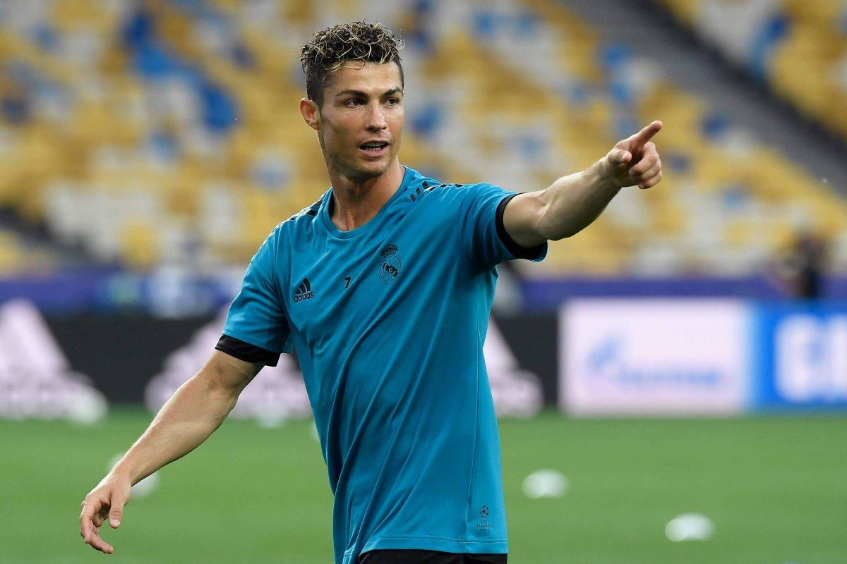 A #Folha está em Kiev e mostra a final entre Real Madrid e Liverpool e o duelo Ronaldo e Salah; siga em https://t.co/9ouUoFvNNj.
