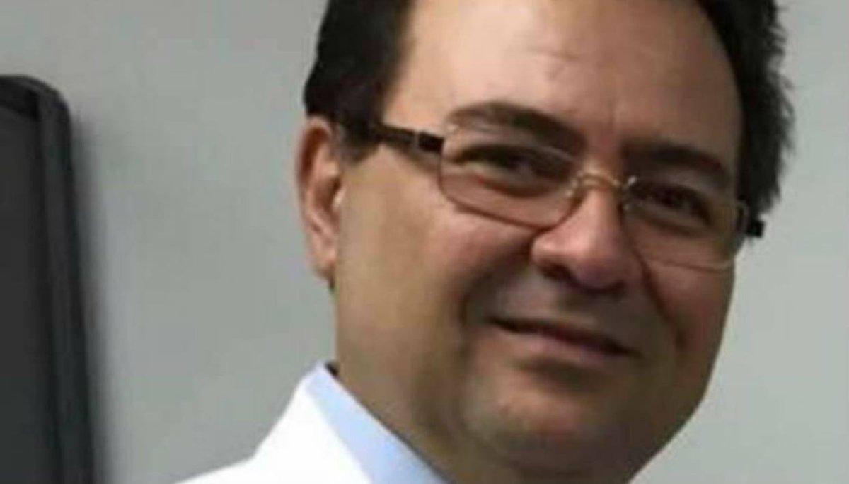 """Funcionarios del Dgcim detuvieron a médico por """"traición a la patria"""" https://t.co/T5SzWMUPHD  https://t.co/ioi37GiYNg"""