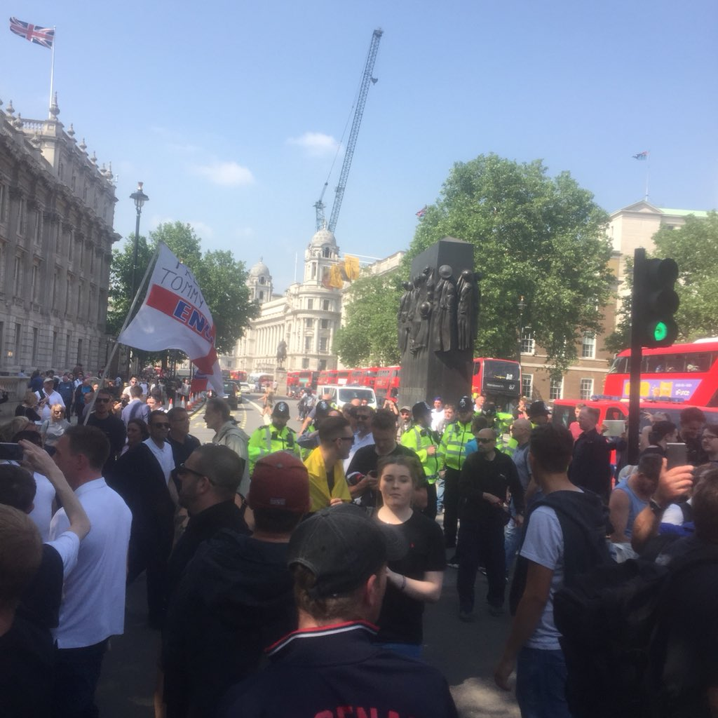 UK Protesters Flood the Streets to Demand the Release of Imprisoned Journalist Tommy Robinson DeIYfAhWAAISmBl