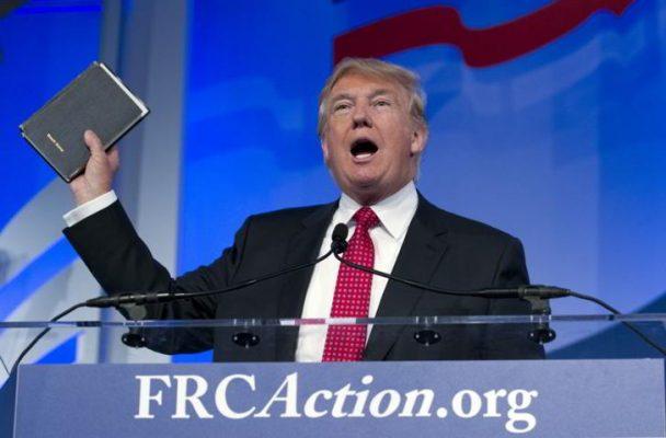 ► ¿Por qué los evangélicos de EEUU siguen apoyando a Trump pese a sus escándalos?   https://t.co/TwHCjiS3zC