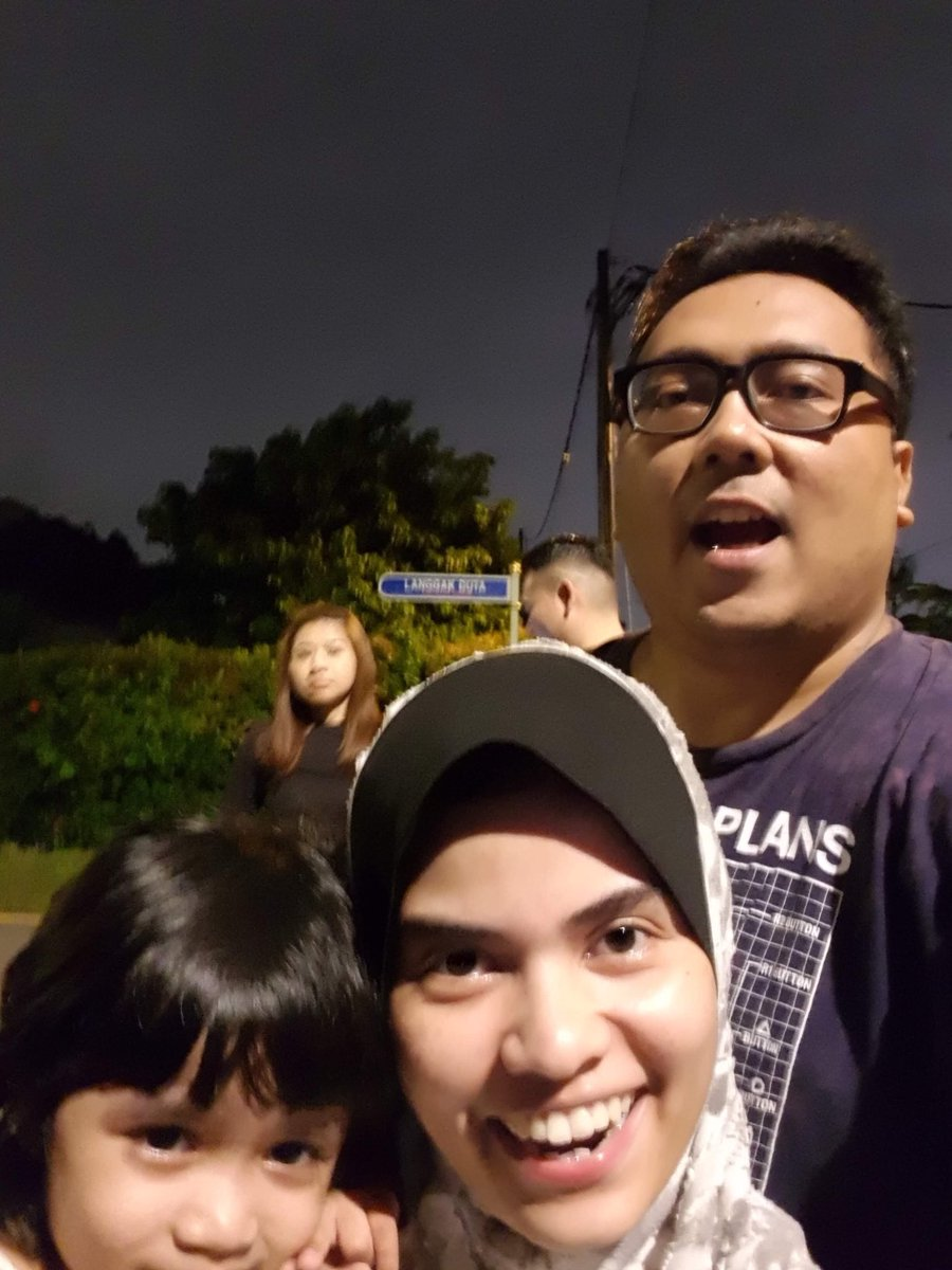 I've been staying inside for almost a week I'm about to loose my mind. So tonight I asked husband to take me to Jibbo's house. It seems that Malaysians have turn Jalan Langgak Duta into a tourist attraction spot post #GE14 <br>http://pic.twitter.com/txecGNM7F6