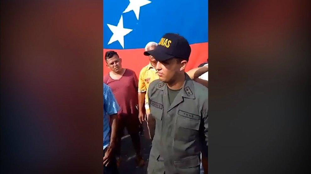 Teniente de la GN fue condenado a cuatro años de cárcel por romper el carnet de la patria https://t.co/brHSFCdbgm