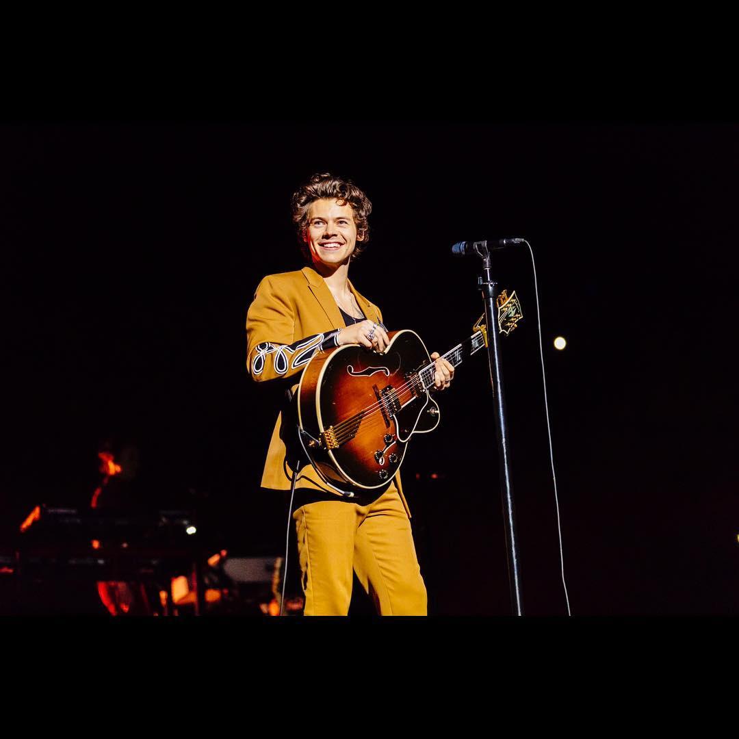 Harry Styles já está no Brasil e não estamos sabendo lidar https://t.co/QS1b0jc9fi #HarryStylesLiveOnTourBrazil