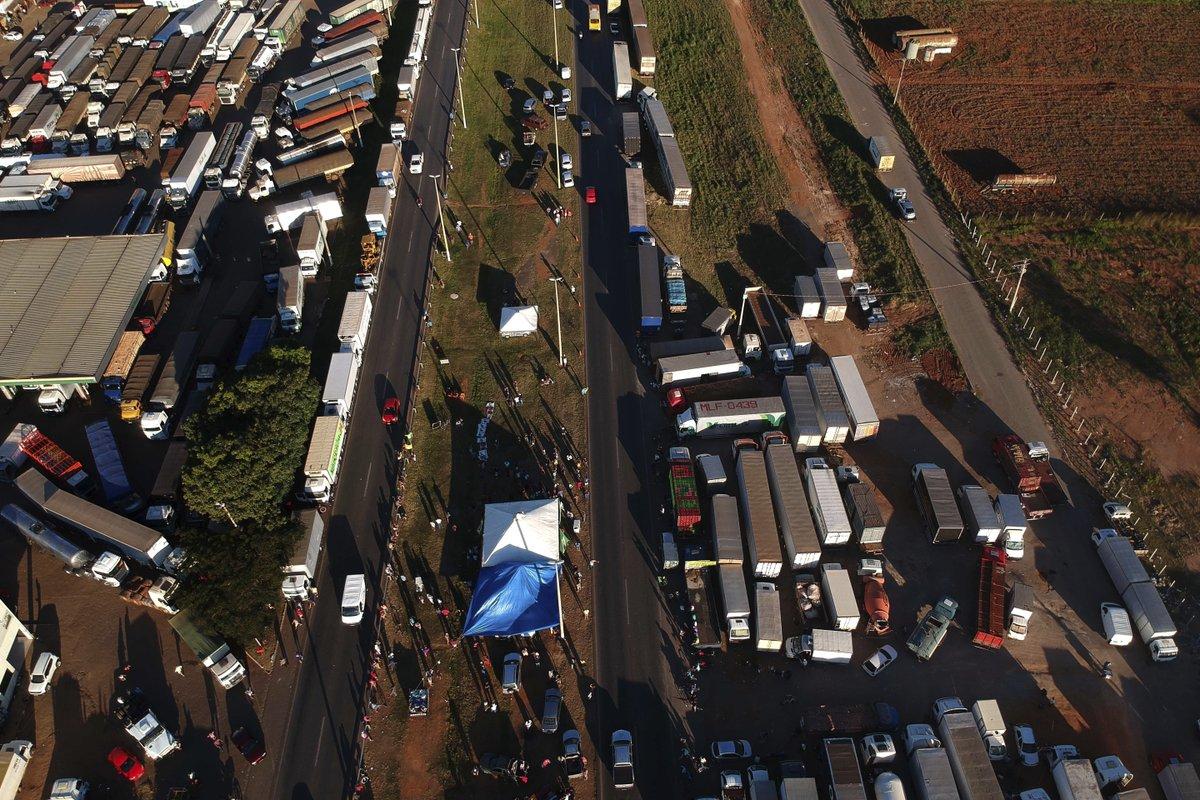 Governo determina aplicação de multas de até R$ 100 mil para conter greve de caminhoneiros: https://t.co/wtD3o86J3V