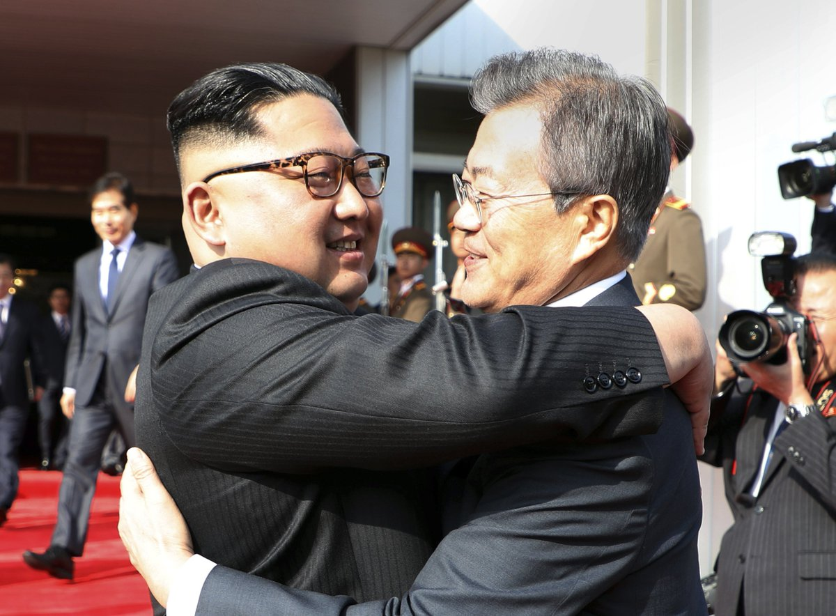 North Korean leader Kim Jong Un and South Korean President Moon Jae-in embrace after their surprise second summit in the DMZ. (Yonhap via AP) https://t.co/5HSHq9HzIK