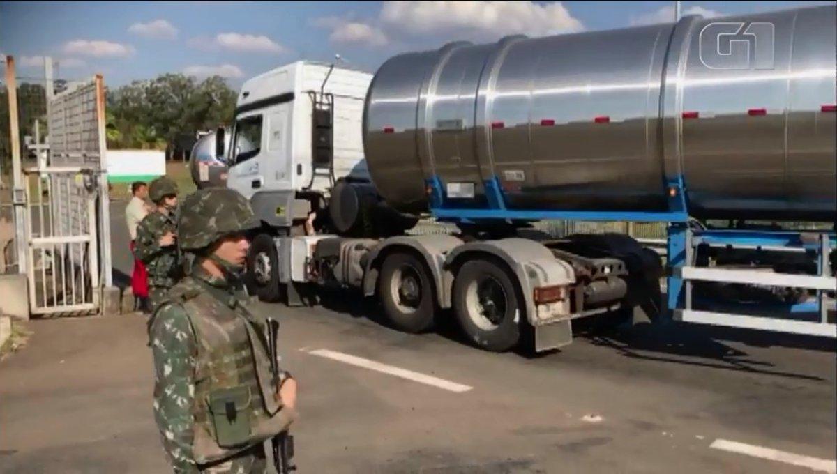 Exército mobiliza tropa e libera acesso à Refinaria de Paulínia https://t.co/QkGKqCZHBZ