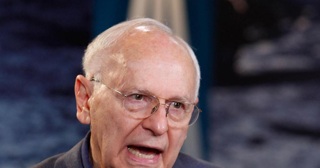 Alan Bean, astronaut who walked on the moon, dies at 86 https://t.co/uItE5lBbLg
