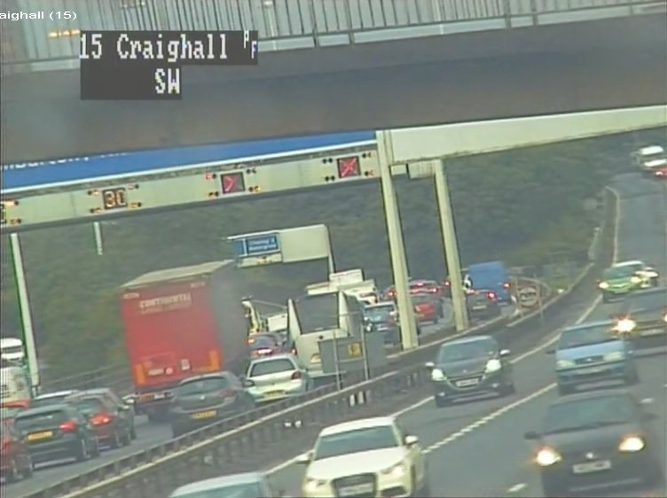 test Twitter Media - Red ❌ on the gantry sign❓  ✔ Move into another lane in plenty of time ✔ #SlowDown & #BeAware https://t.co/0QkQBhluQG